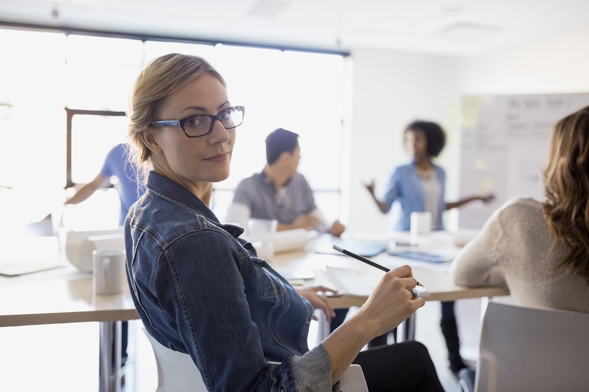 Frau in einer Besprechung